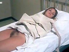 लौरा Gemser और मोनिका Zanchi में 'Emanuelle और पिछले नरभक्षी' (1977)