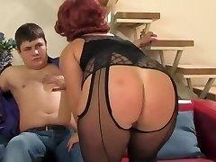 परिपक्व युगल बिल्ली बड़े स्तन लड़के के साथ