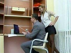 Sesso in ufficio con ragazza russa