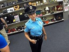 सुंदर बड़े स्तन के साथ पुलिस अधिकारी हो जाता है व्यभिचारी पति कार्यालय