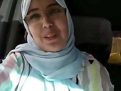 Hijab mom caboose dounia blemasass