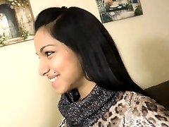 सुंदर भारतीय लड़की के साथ पहली बार - your-cams.com
