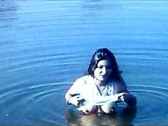 नदी स्नान