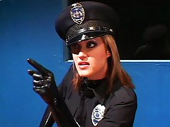 Sexy cop gets witness to talk