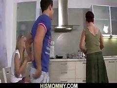 mama mănâncă fiului ei gf pizda
