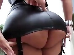 Uber-sexy latina with big tits