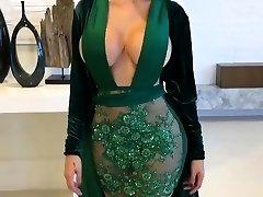 Extraordinaire Latina with Glamour