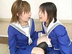 Dve Japonskej školáčky ranu viac frájové a vymeniť cum