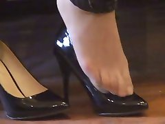 asian hosed (nylon) feet shoeplay with high heels