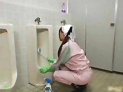 Ázijské kúpeľňa obsluhujúci je v mens part1