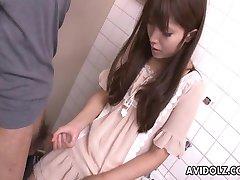 Ázijské teen trhavé na cudzinci penis do kúpeľne