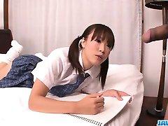 Momoka Rin je horúce krásy, ktorá túži pre drsné sex