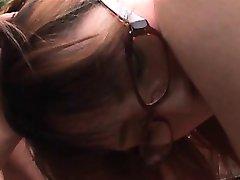 Jap dievča v okuliaroch kunda prstom v prdeli hovno dick v gangbang