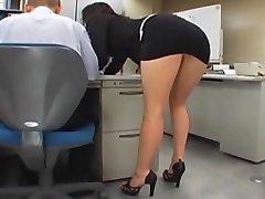 Japanilainen toimisto tyttö gets perseestä mukaan kaksi