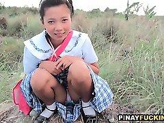 Daring Asian Amateur Gives An Outdoor Blowjob