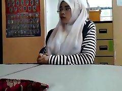 malajský - cikgu bertudung ramas tetek