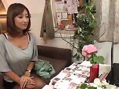 Tesão de Esposa, a Japonesa Massageada e depois Fodida