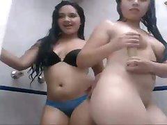 Indonézsky Mláďatá Sprchovaní