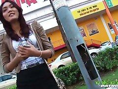 Sexy Thajská dievča túži za veľký biely kohút