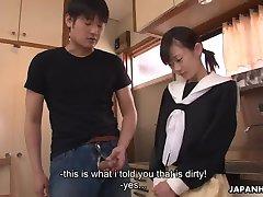 Ázijské cuttie čistenie jej stepbrother's vybudovaním kosť