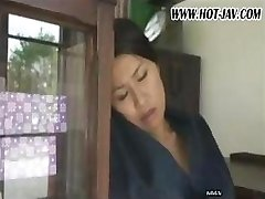 Japanilainen vaimo imee hänen kukko, ja saa, perseestä, ja syvältä uudelleen