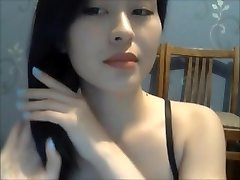 A Sexy Girl Flash Her Nude Body On Cam 1