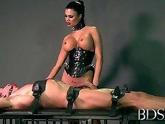 Azgın porno Sıcak olarak BDSM, Elle xxx sahne