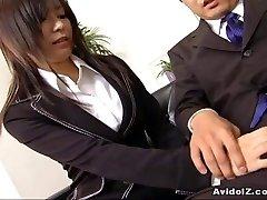Fantastic secretary Satomi Maeno sucks an ugly lollipop