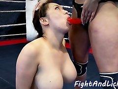busty zápas asian babe strapon v prdeli