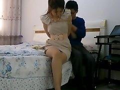Čínske dievča otroctva zviazaný a gagged s pančuchy
