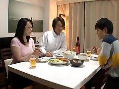 oudere broer slaapt zijn vrouw. naomi miyafujikudou naomi