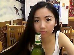 סינית חמודה עם איש לבן