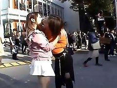 जापानी बहुत ही सार्वजनिक महिला समलैंगिकों