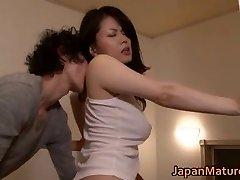 Miki Sato nipponjin zrelo dekle