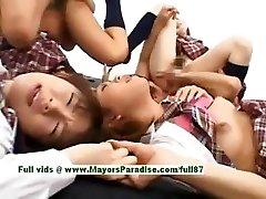 Teen japonski modeli imajo zabavno z orgija