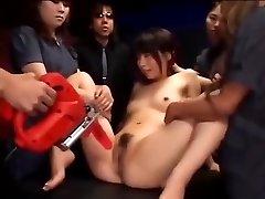 Jaapani lits läheb tema vitt stimuleeritud, kuni ta squirts