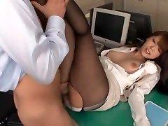 惊人的日本的贱人Ria Horisaki在最好的屁眼袜熟的场景