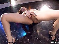 Azijos striptizo gauti laukinių ant stiebo, kaip ji masturbates