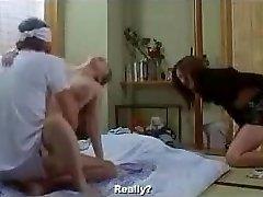Japonês esposa à porta