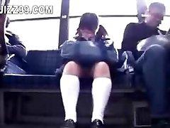 moksleivė suviliojo kojos pakliuvom, geek autobusų