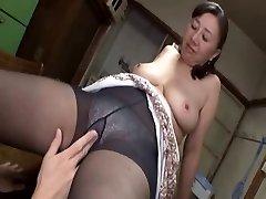 एशियाई परिपक्व युगल गर्म सेक्स के साथ एक सींग का बना हुआ युवा लड़के