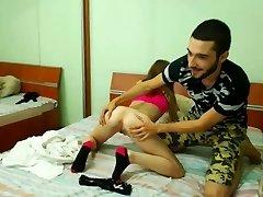 18 year old woman gets her gash eaten by her boyfriend