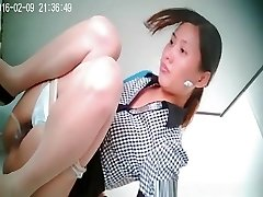 Asian woman with small bush pussy caught peeing