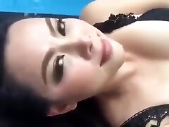 Thai porn industry star (Bume Panatda) Demonstrate her sexy body on a facebook live
