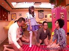 cosplay nippon teen blowbanging până ejaculare pe femeie