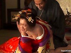 Yumi Адачи - Куртизанка S Cvijećem Na Koži