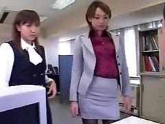 Nad njima - ženska dominacija - poniženje - japanski djevojke u uredu