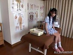 Hot Asian teen uživa u umjetnosti erotske masaže