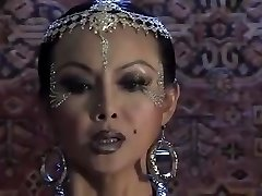 azijski vampir dominira muškarac