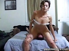 Youthfull boy is hungry over an oldie mistress' dirty ass hole